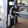 table_industrielle_fonte_ajustable_avec_engrenages_detail_engrenages